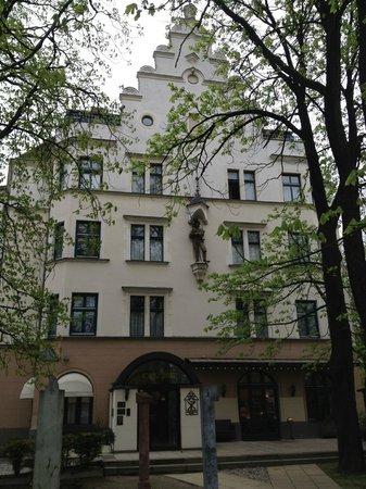 Novum Hotel Kronprinz Berlin: front facade