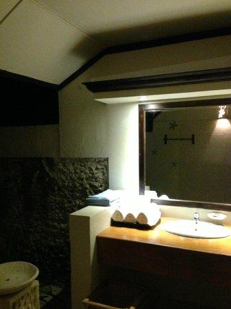 Ellaidhoo Maldives by Cinnamon: Salle de bain de nuit
