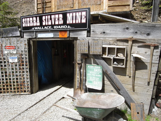 Wallace Mining Museum: Entrance to the mine...