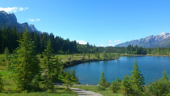Glassi Heights: グラッシーハイツから徒歩3分の泳げる湖