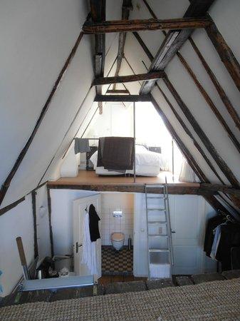 https://media-cdn.tripadvisor.com/media/photo-s/03/e0/30/b7/inn-old-amsterdam.jpg