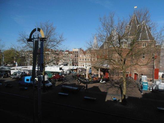 Inn old Amsterdam: Uitzicht op de Waag 's morgensvroeg