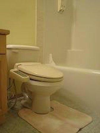 Glassi Heights: ウォシュレット完備のバスルーム