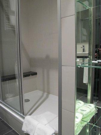 Cosmopolite Hotel : Bathroom shower