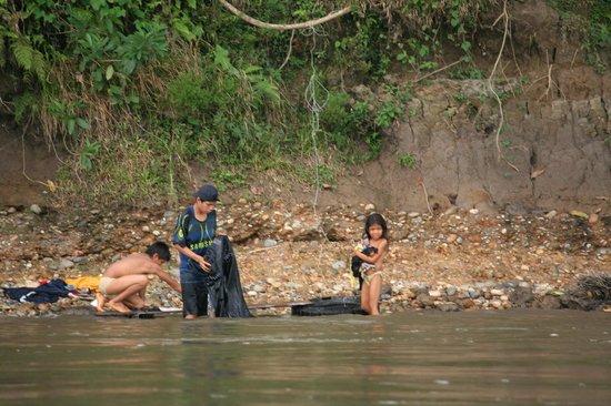 Napo Wildlife Center Ecolodge: indiginous people on river bank