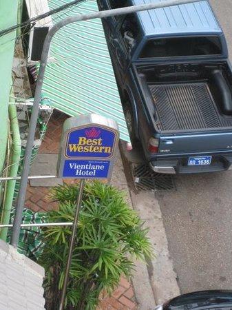 Best Western Vientiane Hotel: looking down from 4th floor