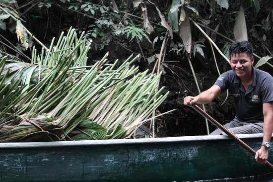 Napo Wildlife Centre: canoe with roofing supplies