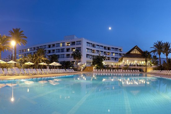 Marvell Club Hotel & Apartaments : Pool by night