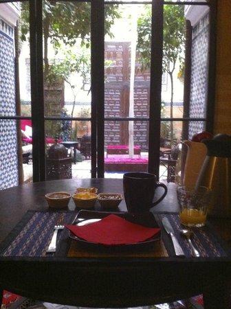Riad Jenaï : Petit-déjeuner au salon