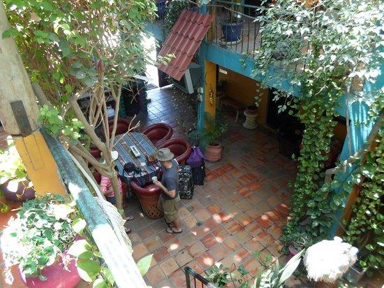 Cabo Inn Hotel: un servicio de cafe en la planta baja