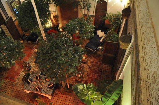 Riad Jenaï : Le patio en attente des hôtes pour un dîner au couscous