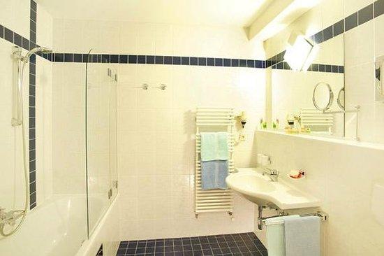 Apart-Hotel Dreisonnenhof: 1-Zimmerappartement Tirol Badezimmer