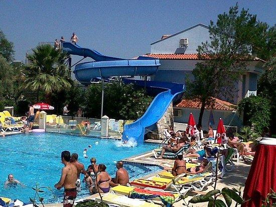 Ova Resort Hotel: Pool area and slide, great holiday!