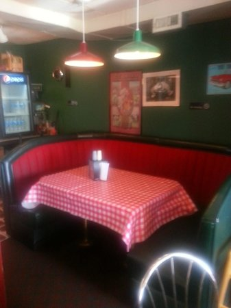 Wild Bills Hamburgers & Ice Cream: Wild Bills dining room