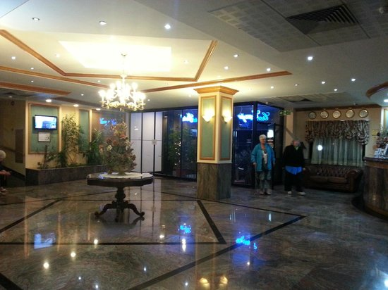 Canifor Hotel: hall