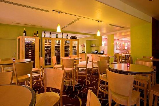 Market Grill Steak & Seafood: Choose from over 40 wines by the glass