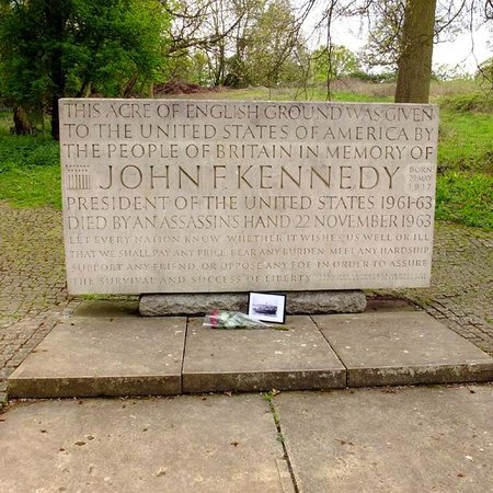 John F Kennedy Memorial: The memorial stone