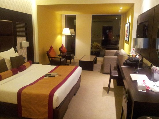 Hues Boutique Hotel: Good sized room