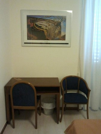 Hotel Abbazia: Chairs and little table