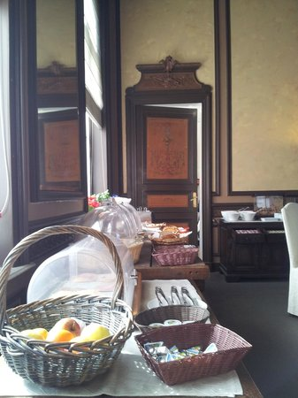 The Golden tree hotel: Buffet style breakfast