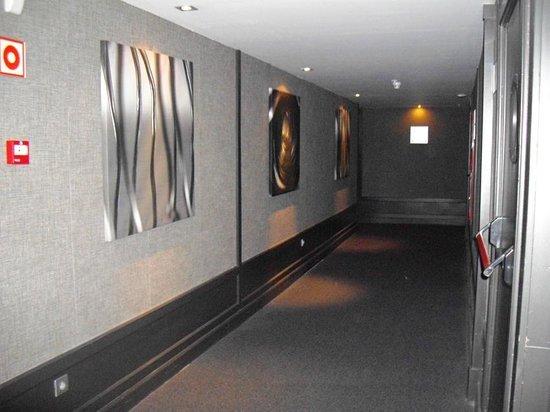 AC Hotel General Alava: Pasillo de la segunda planta del hotel