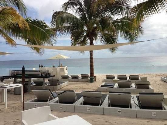 jan thiel beach lounge chairs for rent in front of papagayo - Beach Lounge Chairs