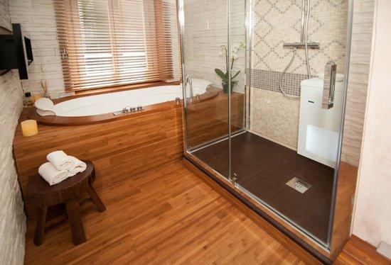 Midori Oriental Suite: suite Golden lotus- bagno in camera mini spa
