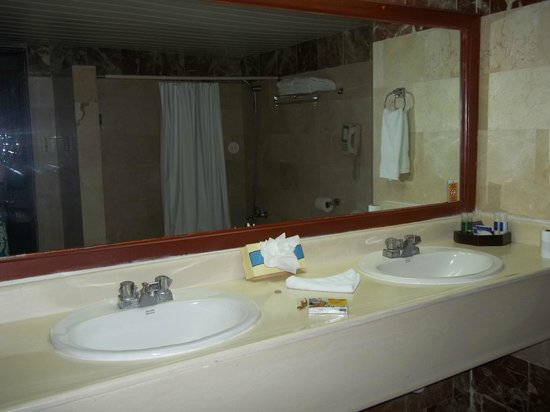 Caribe Club Princess Beach Resort & Spa: downstairs bathroom