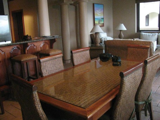 Coco Beach Resort: Dining room in our 2 bdrm Oceanview suite