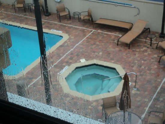 Courtyard Jacksonville I-295/East Beltway: pool out side our window