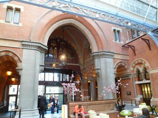 St. Pancras Renaissance Hotel London: Hotel lobby