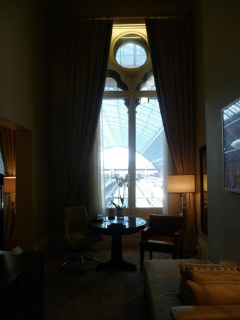 St. Pancras Renaissance London Hotel: The view from room 175