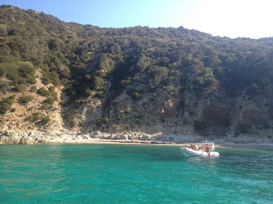 Villa Margherita Hotel : Take a boat to the other side. Bring a picnic and a snorkel!