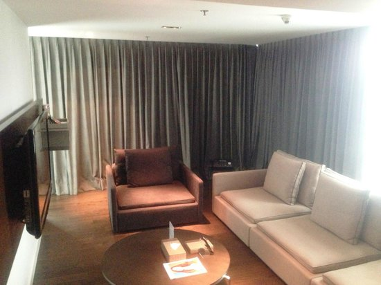 S31 Sukhumvit Hotel: Living Room with in room
