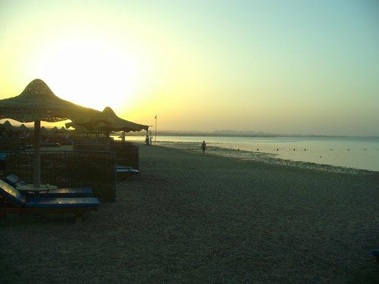 SENTIDO Oriental Dream Resort: Spiaggia al tramonto
