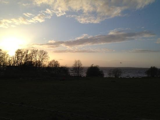 Bay Cottage Bed & Breakfast: View of Lough Neagh at sunset.