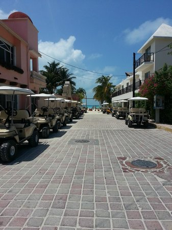 Mia Reef Isla Mujeres: Golf carts anyone?