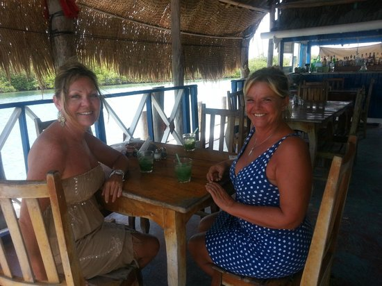 Mia Reef Isla Mujeres: My friends at El Varadero Cuban Restaurant