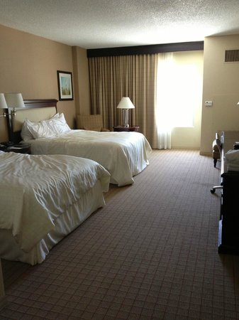 Sheraton Fort Worth Downtown Hotel: Standard Double Queen Room / Spacious Room