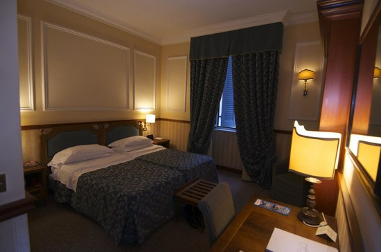Hotel Savoy: Room 411 (Twin bedroom)