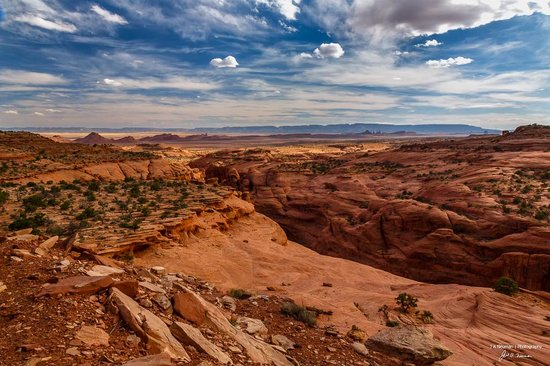 Monument Valley Safari: Hunts Mesa Sunset