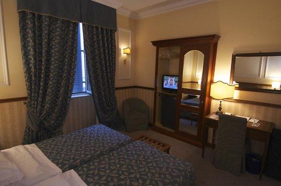 Hotel Savoy: Room 411 (Twin bedroom)