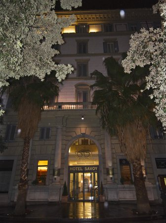 Hotel Savoy: Hotel front (night)