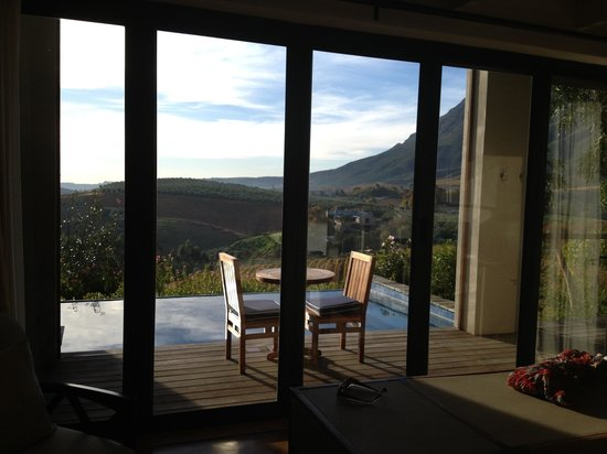 Delaire Graff Estate - Lodges and Spa: View from bedroom overlooking private infinity pool