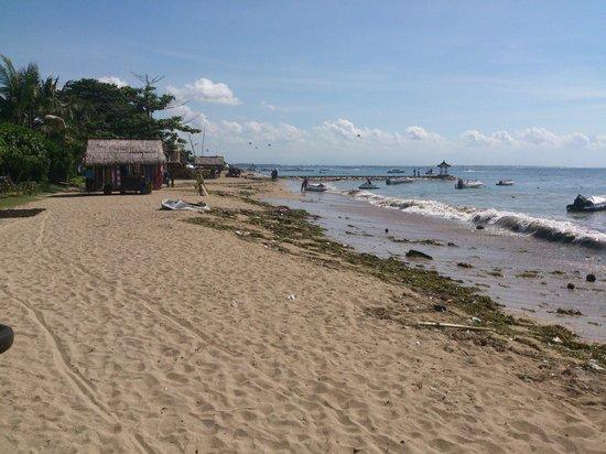 Matahari Terbit Bali Deluxe Bungalows : Beach