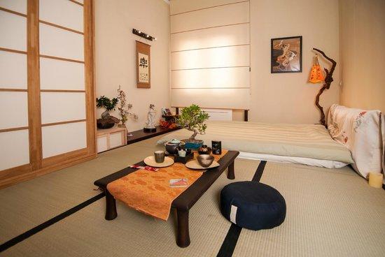 Midori Oriental Suite: zen room Midori