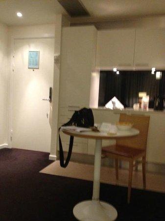 Adina Apartment Hotels Copenhagen: Apartment kitchen
