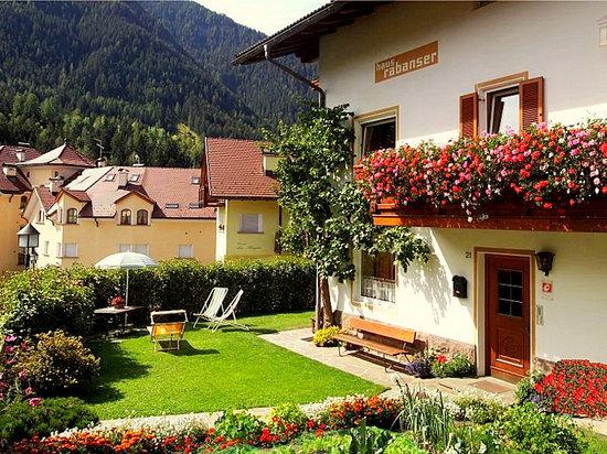 Cesa Rabanser Apartments  lawn with sitting corner