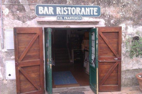 Il Frantoio : L'entrata del ristorante