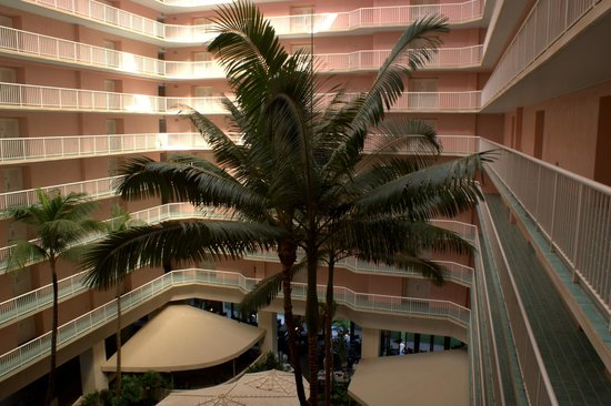 Ka'anapali Beach Club: The inside courtyard of the Ohala Tower